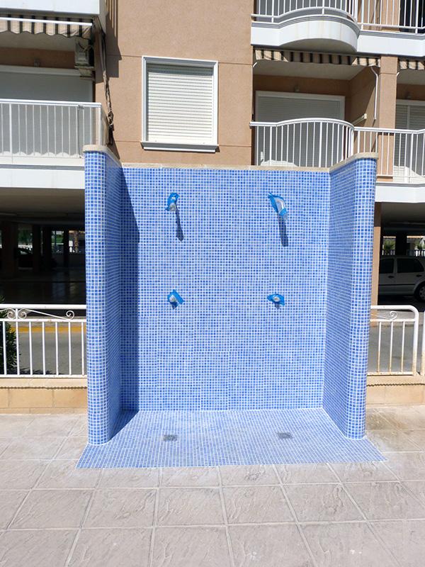 Rehabilitaci n de duchas comunitarias en santa pola for Duchas de piscina
