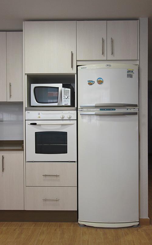 reforma-cocina-crema-santa-pola-frigorifico
